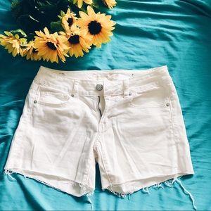 white american eagle shorts 🌨
